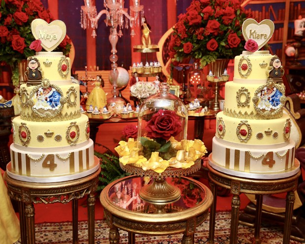 A festa das gêmeas teve dois bolos (Foto: Manuela Scarpa/Brazil News)