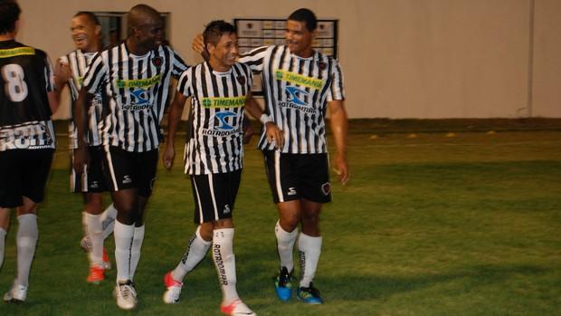 Wanderley comemora o primeiro gol com a camisa do Botafogo-PB (Foto: Lucas Barros / Globoesporte.com/pb)