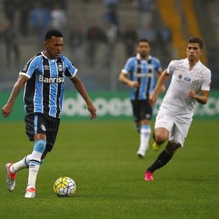 Jailson contra o Santos (Foto: Lucas Uebel / Grêmio, DVG)