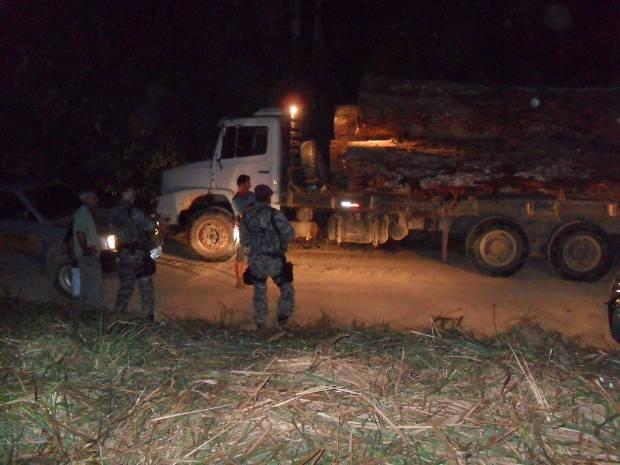 12 agentes do Ibama e a Força Nacional participaram da operação (Foto: Divulgação/Ibama)