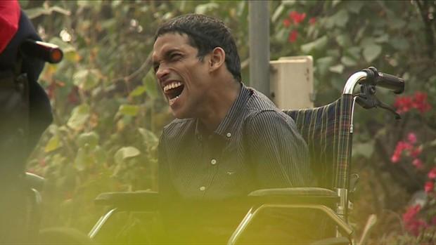 Akshansh Gupta sempre estudou em escola comum, não escolas voltadas para deficientes (Foto: BBC)
