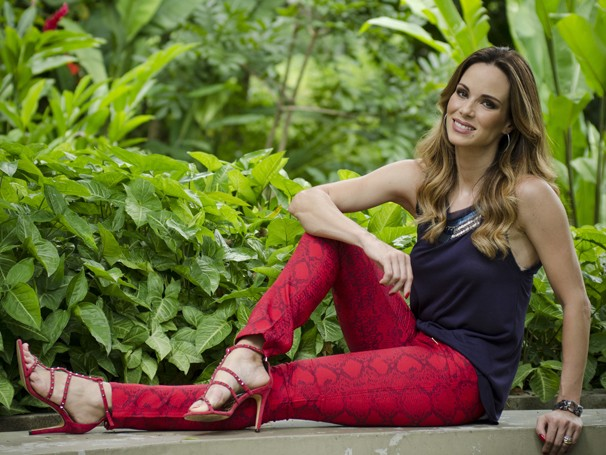 Ana Furtado é ligada em tendências e costuma mostrar algumas referências do que gostaria de usar para a figurinista do programa (Foto: Divulgação/ TV Globo)