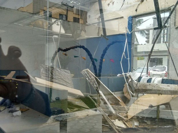 Teto desabou sob setor de telemarketing da superintendência do banco (Foto: Divulgação/Seeb/PB)