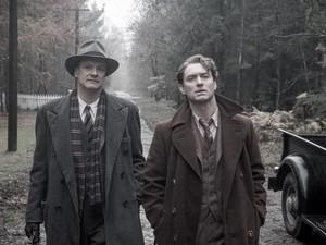 Colin Firth e Jude Law no filme 'O mestre dos gênios' (Foto: Divulgação)