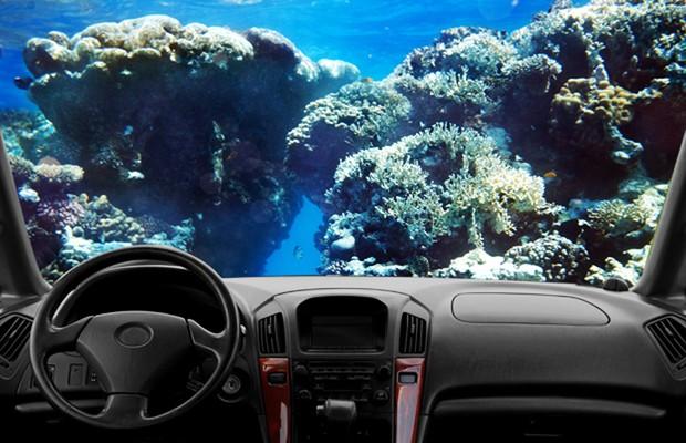 Painel de carro no fundo do mar (Foto: Autoesporte)