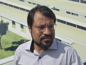 Governador Camilo Capiberibe falou sobre projetos de ampliação da Mãe Luzia, mas sem garantir datas (Foto: Abinoan Santiago/G1)