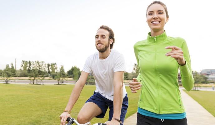 EuAtleta - casal feliz correndo (Foto: Getty Images)