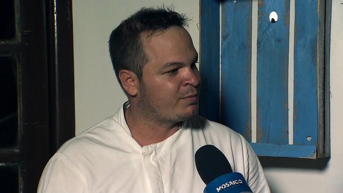 Quem ensina a receita é o chef Júnior França (Foto: TV Bahia)