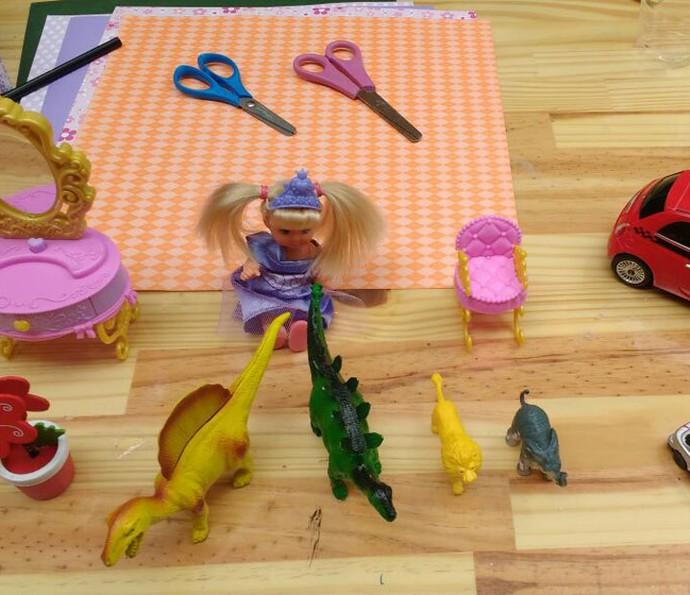 Você pode usar brinquedos que tem em casa (Foto: Raquel Gonzalez/Gshow)