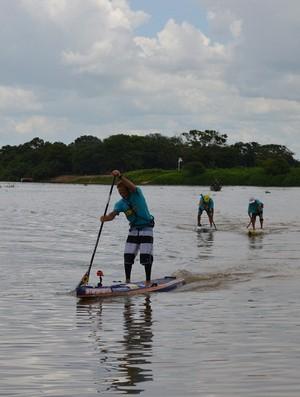 Percurso de 30 km no rio Paraguai foi encarado por 25 atletas (Foto: Hélder Rafael)