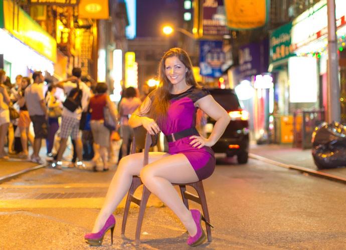 Nana Gouvêa posa para as lentes do marido em bairro chinês de Nova York (Foto: Carlos Keyes/Divulgação)
