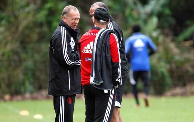 Mano Menezes no treino Flamengo (Foto: Cezar Loureiro / Agência O Globo)
