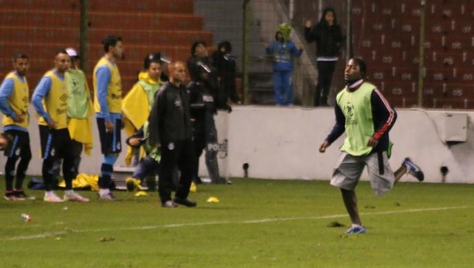 Gandula Grêmio LDU Libertadores Casa Blanca (Foto: Eduardo Moura/GloboEsporte.com)