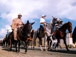 Cavalgada de São José acontece em São José da Mata, distrito de Campina Grande (Foto: Rafael Melo/TV Paraíba)