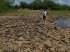 Garrafas e até geladeira são encontradas dentro de rio do ES