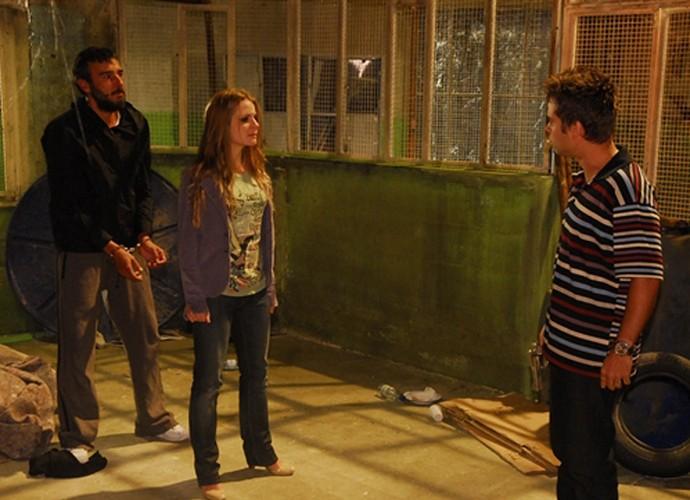 Java Mayam em cena de 'Caminho das Índias' com Alexandre Borges e Vitória Frate (Foto: Renato Rocha Miranda / TV Globo)