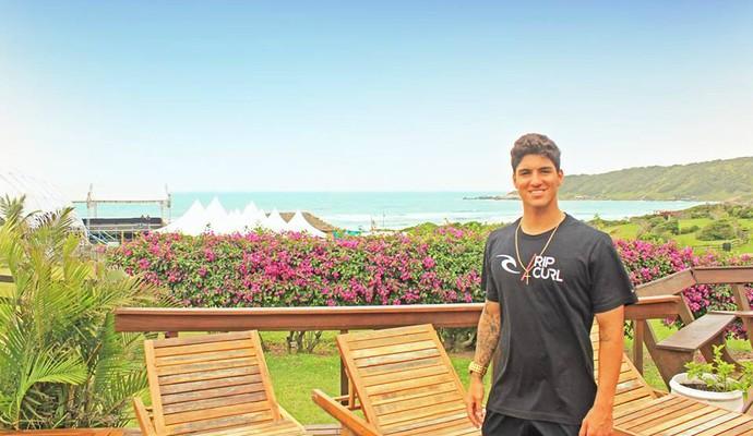 Gabriel Medina surfista na Praia do Rosa (Foto: Reprodução)