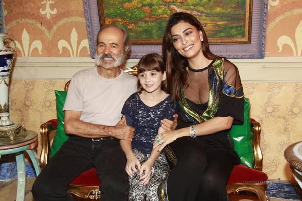 Osmar Prado, Geytsa Garcia e Juliana Paes (Foto: Isac Luz / EGO)