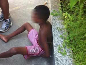 Menor engole cordão roubado em Ipanema e é detido. (Foto: Livia Torres / G1)