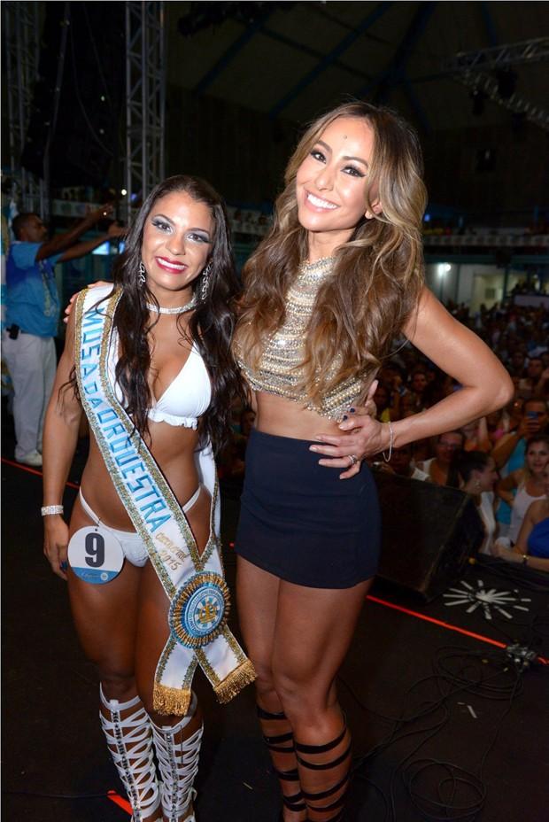 Sabrina e a musa da Vila Isabel, Monique Rizzeto (Foto: Thyago Andrade/ Foto Rio News)