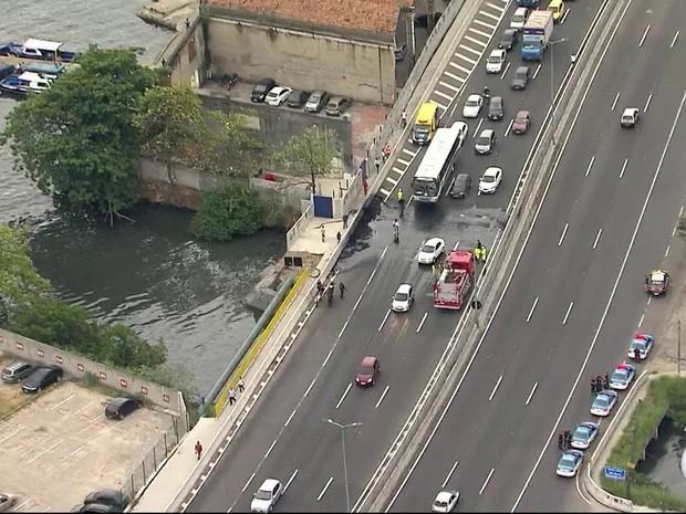 Avenida do Contorno é liberada após ato do MTST (Foto: Reprodução/TV Globo)