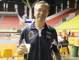 Técnico Hélio Rubens (Foto: Thiago Fidelix)