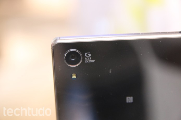 Xperia Z5 Premium tem câmera de 23 megapixels com gravaçao 4K (Foto: Fabrício Vitorino/TechTudo)