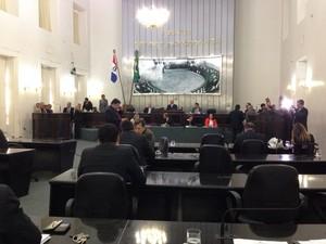 Sessão na Assembleia Legislativa em Alagoas (Foto: Michelle Farias/G1)