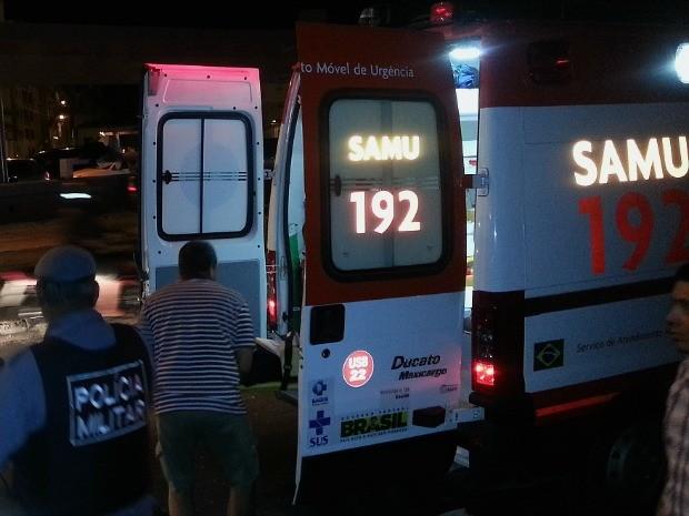 Ciclista foi atendido pelo Samu e encaminhado ao Hospital 28 de Agosto (Foto: Marcos Dantas/G1 AM)
