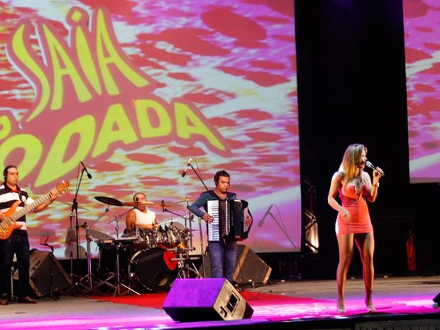Banda Saia Rodada foi uma das atrações da noite (Foto: Kleide Teixeira)