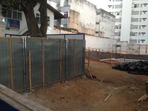 Canteiro de obras de empreendimento no bairro da Barra (Foto: Alex de Paula/G1)