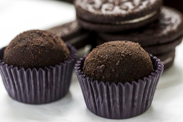 Brigadeiro com biscoito Oreo: aprenda a fazer essa versão do docinho