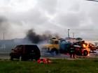 Caminhão estacionado em pátio de posto de combustíveis pega fogo