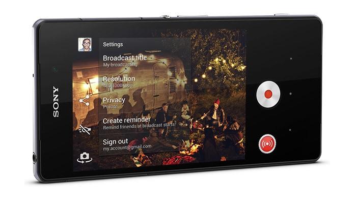 Xperia Z2 é o primeiro smartphone capaz de transmitir vídeos ao vivo para o YouTube (Foto: Divulgação/Sony)
