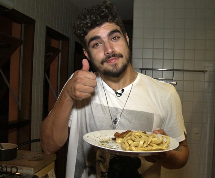 Caio Castro apresenta o MCC - Macarrão Caio Castro (Foto: Gshow)