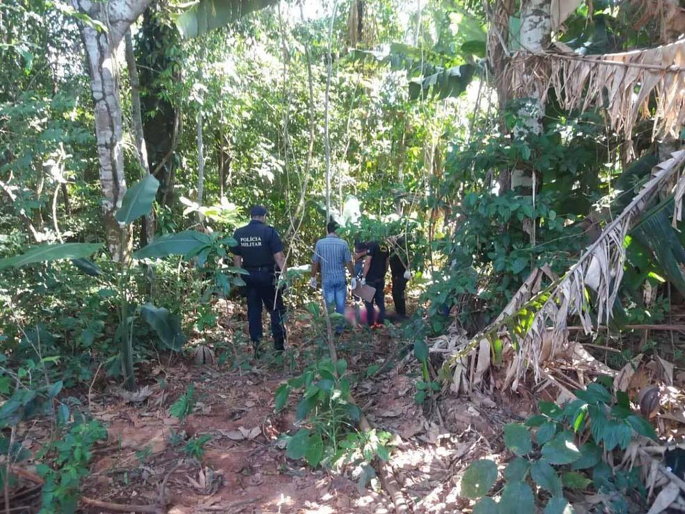 Corpo estava na mata da área rural de Novo Horizonte, RO (Foto: Alerta Rolim/Reprodução)