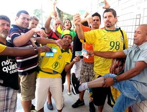 deficients físicos maracanã brasil e inglaterra (Foto: Marcelo Baltar)