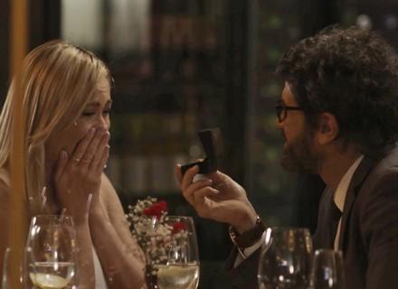 Samuel pede Suzy em casamento