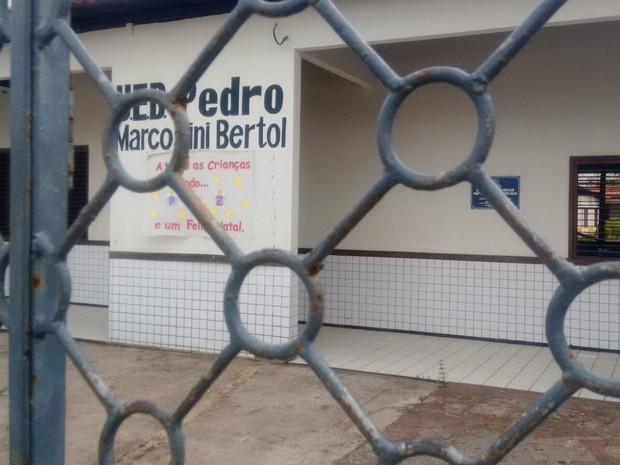 Professores e alunos foram dispensados por causa da insegurança no local (Foto: Danilo Quixaba/Mirante AM)