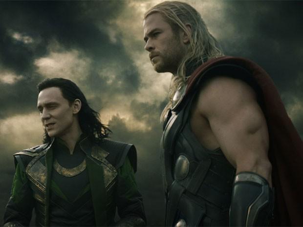 Loki (Tom Hiddleston) e Thor (Chris Hemsworth) em cena de 'Thor: o mundo sombrio' (Foto: Divulgação)