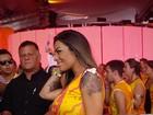 Ex-BBB Monique Amin ganha 'confere' durante carnaval