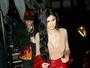Kylie Jenner usa decote e minissaia em programa romântico com Tyga