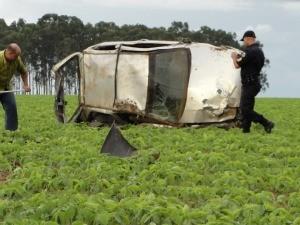 Carro trafegava em uma rua de terra em Primavera do Leste (Foto: Clique F5)