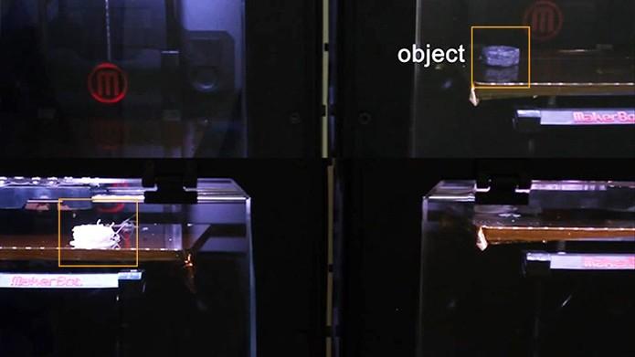 Processo de envio de dados na impressora 3D com objeto físico (Foto: Reprodução/Barbara Mannara)