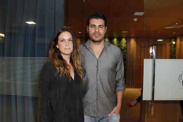 Thiago Lacerda, Claudia Raia e mais vão à festa de 'A lei do amor'