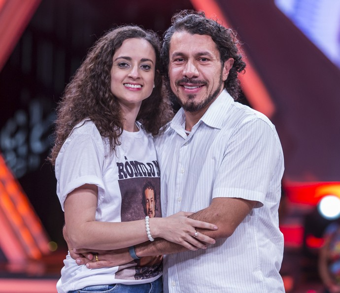 Rômulo se reencontra com a esposa, Ana (Foto: Artur Meninea/Gshow)