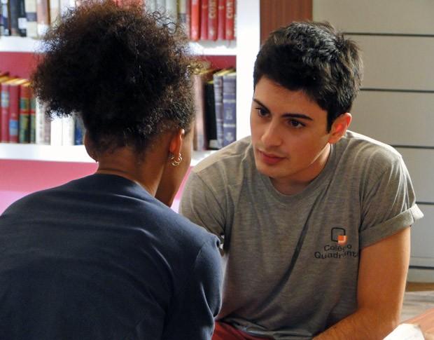 Rita conta segredo para Rafael