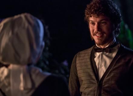 Afonso pede Anita em namoro