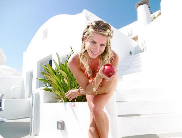 Karina Bacchi durante viagem pela Grécia (Foto: Reprodução / Instagram)
