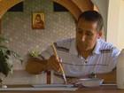 Monge de São José do Rio Pardo usa papelão para recriar prédios históricos
